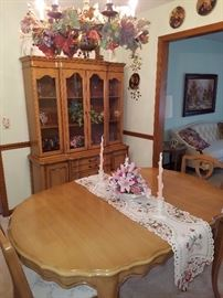 Beautiful Dining room table with 4 leafs and matching Hutch