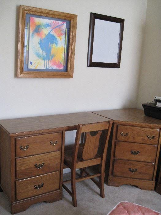 Woodstock estate sale starts on 3 10 2017 for Bedroom set with matching desk