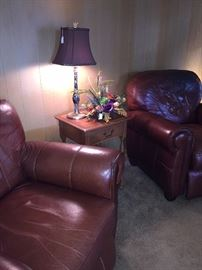 Great shape - 2 matching leather recliners and small side table
