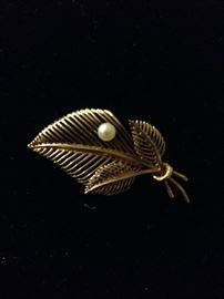 Gold and pearl pin, fine jewelry!