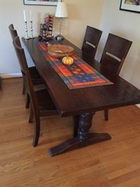 Gorgeous dining room table w/4 chairs.  VERY NICE!