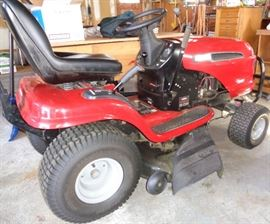 "Craftsman riding Lawn tractor Intex LT 3000   20 OHV            40"" Tine Rake, Grass catcher, Brush guard"