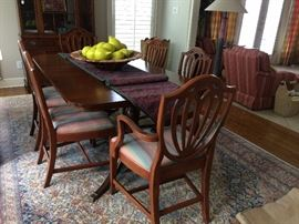 dining room table and 6 chairs    has 3 leaves