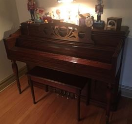 Beautiful spinet size HARDMAN PECK piano.