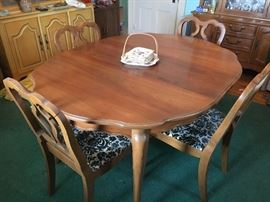Really beautiful! Perfect vintage, maple table with matching chairs. Has leaf, and pads and 4 Chairs.