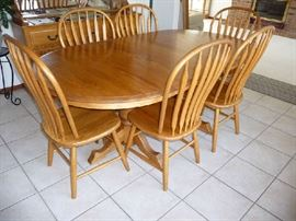AMISH MADE OAK DINING TABLE W/3 LEAFS & 6 CHAIRS