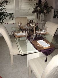 GORGEOUS GLASS TOP DINING TABLE WITH FOUR IVORY PARSONS CHAIRS