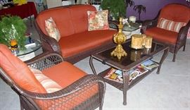 WICKER SETTEE, CHAIRS & TABLE