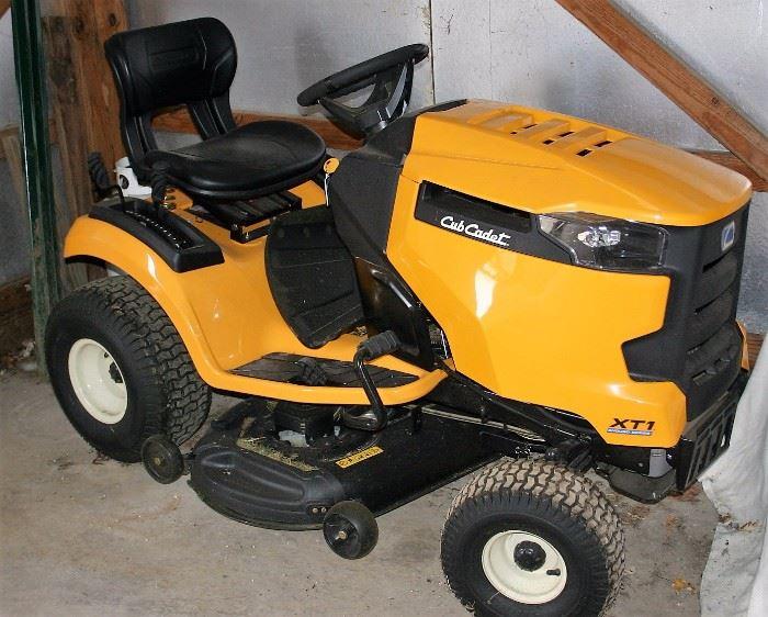Cub Cadet XT1 Enduro Series lawn Mower