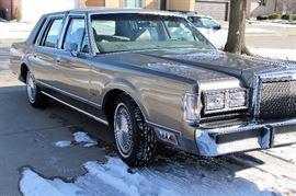 Clean 1988 Town Car