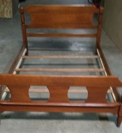 """LOVELY SOLID """"MAPLE"""" WOOD BED!!!"""