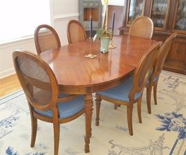 Drexel Dining Table & 6 Chairs - all in excellent condition!