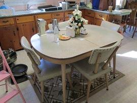 Retro breakfast table w/chairs