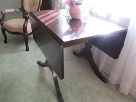 Duncan Phyffe drop leaf table