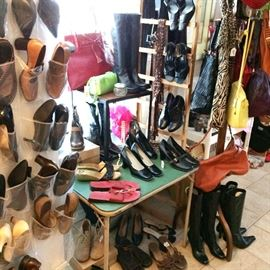 Shoes, handbags and accessories for women. Brands include Born, Enzo, Cole Haan, bed stu, Nike, Etienne Aigner and more...