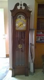 Colonial Clock.  Great size!