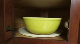 Pyrex large mixing bowl