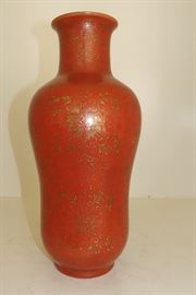 ANTIQUE CHINESE QING DYNASTY IRON RED GOURD JAR WITH GILT HIGHLIGHTS