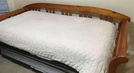 Very Nice Solid Wood Day Bed, Trundle & Mattress
