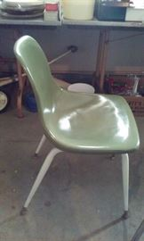 RETRO HOWELL CHAIR