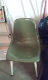 HOWELL CHAIR