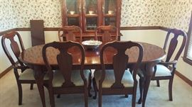 Queen Anne Style Dining Table w/ 6 chairs