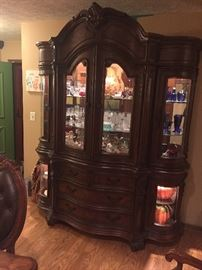 Beautiful  China cabinet $600 *Buy It Now PAYPALL*