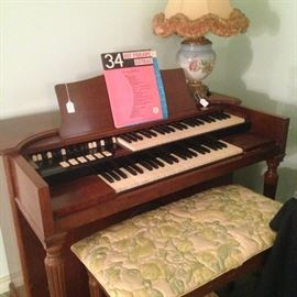 Organ with bench; vintage lamp
