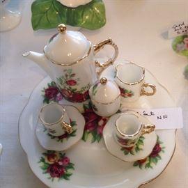 Another miniature tea set