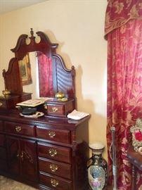 Beautiful Mahogany Dresser