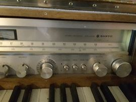 JDX 2100K SANYO Stereo Receiver. This is part of the Piano Turntable Musical Furniture Instrument.