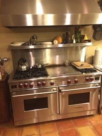 Wolf pro-style 606DG oven and range hood. Like new!
