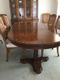Gorgeous Drexel Heritage dining set with 2 leaves