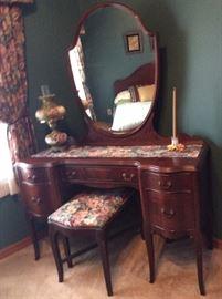 vanity, mirror and lamp