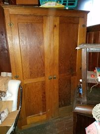 Large Armoire/Wardrobe cabinet in wonderful condition