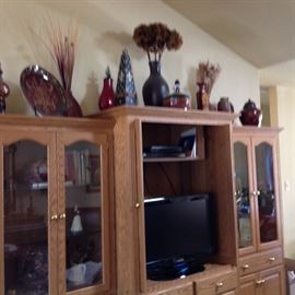 Another view of 3 piece Entertainment Center/Curio Cabinet.  The two side pieces can be used separately from the Entertainment Piece.  Flat Screen TV