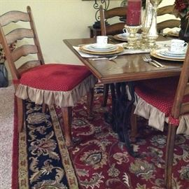 Dining Room Table w/6 Chairs and beautiful Rug