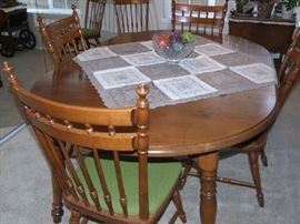 MAPLE DINING ROOM SET W/4 CHAIRS