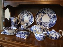 ROYAL CROWN DERBY CHINA COLLECTION