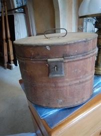 Metal container with lid