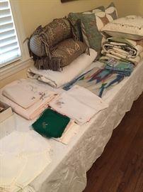 Various vintage linens