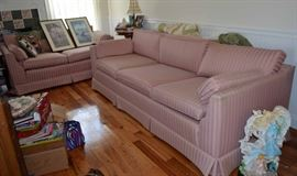 sofa & loveseat in excellent condition
