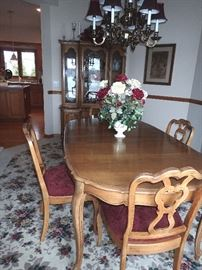 DINING TABLE W/ LEAVES / & CHAIRS