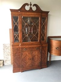 Vintage/Antique pristine condition  China cabinet