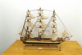 "Large Wood Clipper Ship Model - 1845 ""Rainbow"""