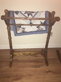 oak quilt rack that can hold small or large quilts
