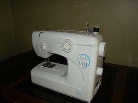Crofton White Sewing machine #3032