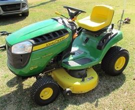 Like new 2016 John Deere D110 19hp Lawn tractor!