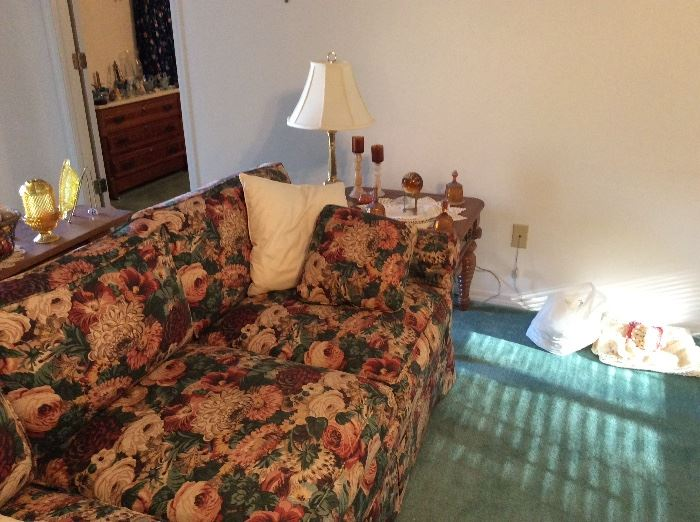 2nd sofa, end table & lamp