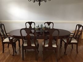 QUEEN ANNE DINING ROOM SUITE